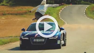 Salta por encima de un Audi R8 a 150 km/h