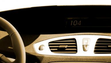 Investigan el abandono de un menor inmigrante en un coche