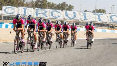 Tres equipos ciclistas entrenan en el Circuito de Jerez