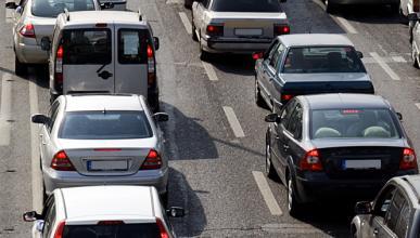 Acumula 8.000 euros en multas por dejar coches en la calle