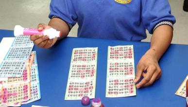 Deja a sus hijos dentro del coche para ir a jugar al bingo