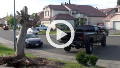 Arranca un árbol con su Dodge RAM