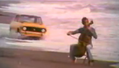 Un coche que se mueve solo al son de violines