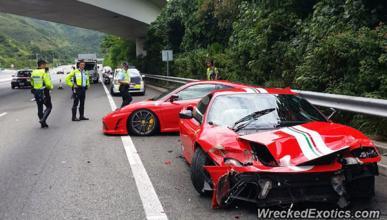 Dos Ferrari chocan entre sí en Hong Kong