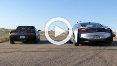 'Drag Race': BMW i8 vs Chevrolet Corvette Stingray