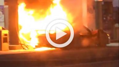 Un Porsche 918 Spyder sale ardiendo en una gasolinera