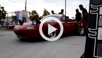 Este Mazda MX-5 se queda encallado al bajar un bordillo