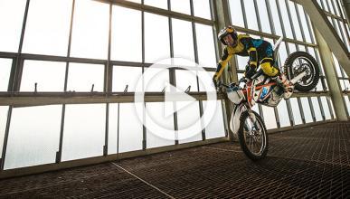 Vídeo: Danny MacAskill prueba la KTM Freeride E