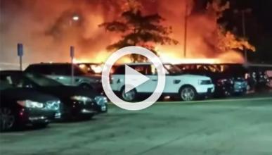 Un incendio destruye 19 coches en un concesionario