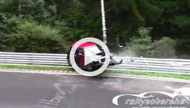 Vídeo: espeluznante accidente de un Mini en Nürburgring