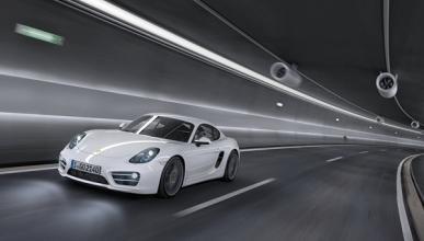 Vende bufandas para pagar la gasolina de su Porsche Cayman