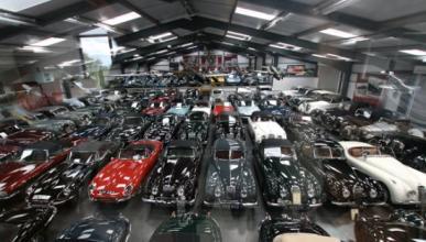 Compra una finca y descubre una enorme colección de coches