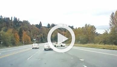 Este Nissan 350Z hace un trompo de 360º en una carretera