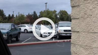 Vídeo: a esta mujer no se le da muy bien aparcar