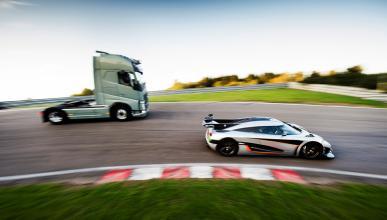 camión Volvo vs Koenigsegg One:1