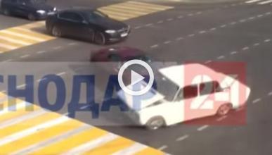 Un Lada choca contra un Ferrari 458 al saltarse un semáforo