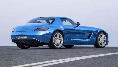 Cinco coches eléctricos extremos Mercedes SLS Electric Drive zaga