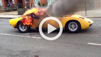 Un Lamborghini Miura arde tras salir del taller