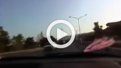 Vídeo: conduce a toda velocidad en sentido contrario