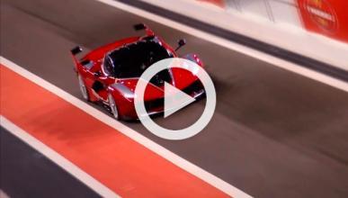 Un Ferrari FXX K 'galopa' en el circuito Yas Marina