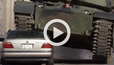 Dan Bilzerian destroza un BMW 740i con un tanque