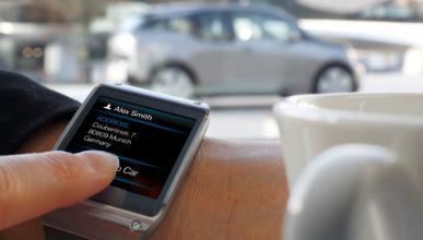 ¿Es legal hablar por un reloj inteligente al volante?