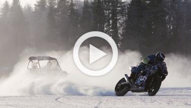 Pique de drifting sobre hielo entre una moto y un UTV