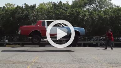 Vídeo: saltan a la comba con un coche