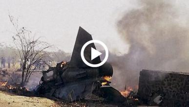 Un motorista es golpeado por un caza MiG-27 en la India