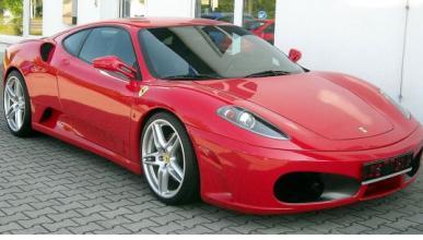 Un Ferrari 430 comido por las llamas en Malasia