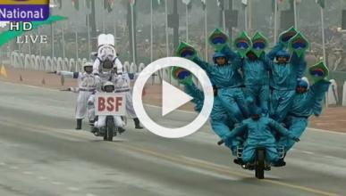 Vídeo: acróbatas indios en moto sorprenden a los Obama