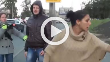 Peatones rusos, agredidos por hacer un vídeo denuncia