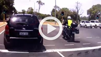 Conductor tira a un policía en moto: a lo Esperanza Aguirre