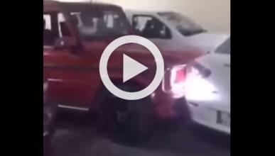 Vídeo: este G63 AMG empuja un coche mal aparcado