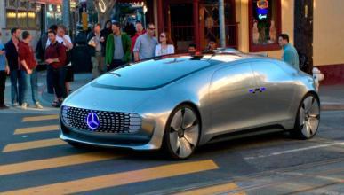 El Mercedes que conduce solo se pasea por San Francisco