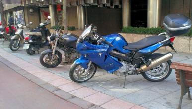 aparcar-motos-ciudad-acera