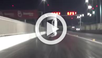 Vídeo: un coche despega en una carrera