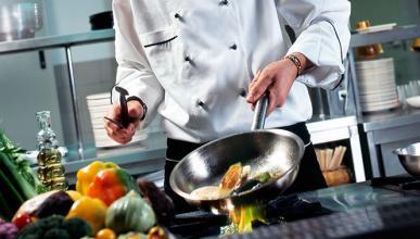 Ahora el chef cocina en casa, ¡lo último en gastronomía!