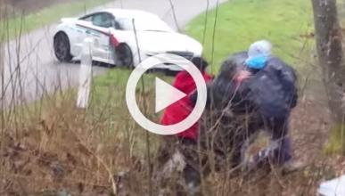 El accidente de un RCZ de rally casi acaba en tragedia