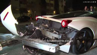 Vídeo: una grúa destroza un Ferrari ya destrozado