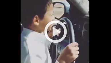 Un niño conduce a 200 km/h por una autopista saudí