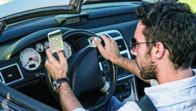 Cuatro millones de conductores usan Whatsapp al volante