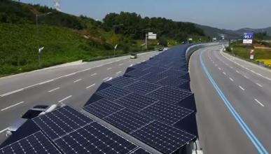 Un carril bici de 32 km con paneles solares en la autopista