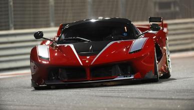 Un Ferrari FXX K rojo y uno blanco, pillados juntos