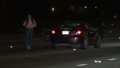 Una mujer ebria abandona el coche en medio de una autopista