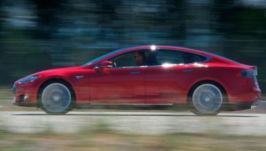 El Tesla S tendrá piloto automático en verano