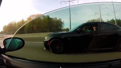 Vídeo: BMW M5 E39 vs Dodge Charger Hellcat
