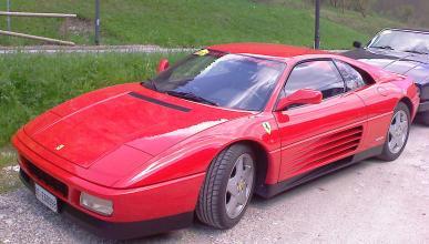 Por qué conducir un Ferrari sin seguro es estúpido