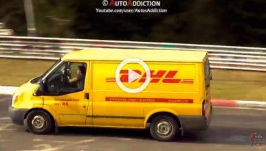 ¿Qué hace una furgoneta de DHL rodando en Nürburgring?