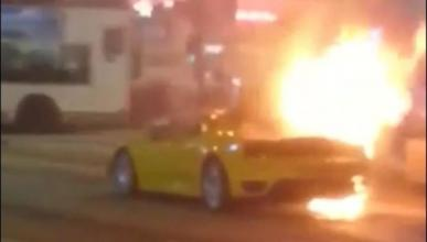 Un Ferrari F430 sale ardiendo en Hong Kong